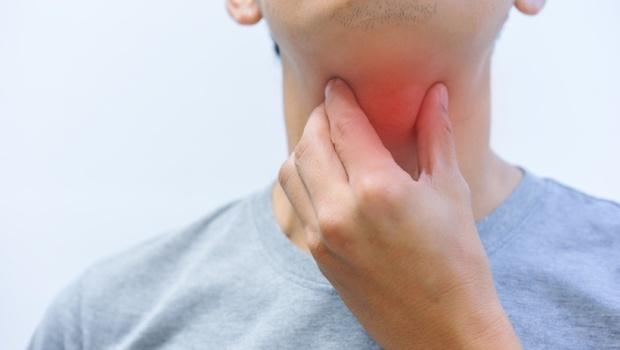 喉嚨痛、流鼻涕...以為是感冒,結果竟是「鼻咽癌」!耳鼻喉科醫師教你用「1關鍵」判斷罹癌警訊