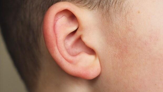 只是用力擤鼻涕、感冒,竟引發「中耳炎」...關鍵出在「這2大元凶」,嚴重甚至聽力受損、引發腦膜炎