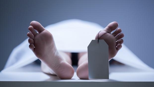 晚「死」半天,遺產差6億!《屍體在說話》91歲日本法醫嘆:讓已死家人戴上呼吸器,只為一張死亡證明