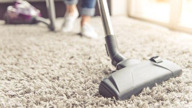剛打掃完家裡,為什麼還會過敏、氣喘?原因出在你的「打掃方式」!專家:這樣掃,室內空汙竟增加13倍