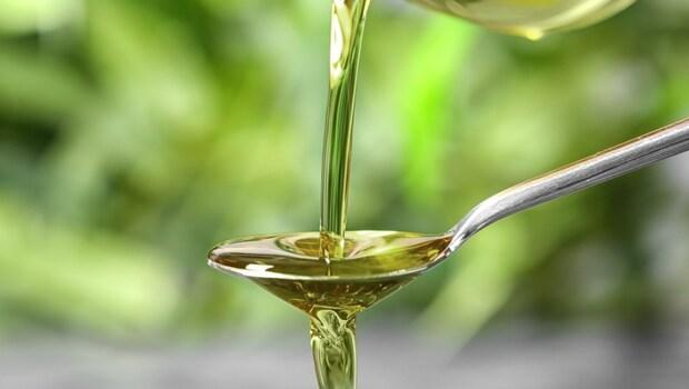 「椰子油」竟比豬油還油!牛油、奶油...11種油脂,營養師教你:要控制血脂、膽固醇,你該吃「這種油」