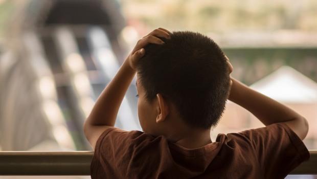 「小孩子不要問!」不清楚爸爸為什麼自焚、媽媽為什麼被砍,讓他備感折磨...偏鄉教師文國士:正是因為「不談」,才會羞恥