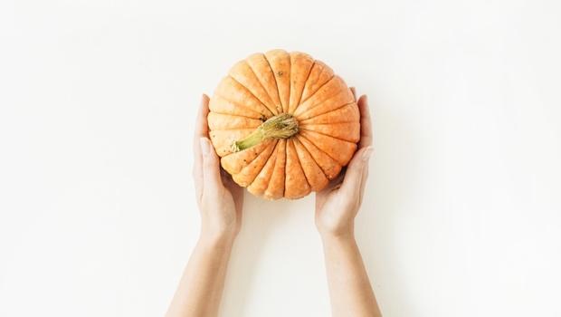 防癌聖品「南瓜」》從果肉到籽都可以吃!營養師教你15分鐘自製「南瓜籽」:用家裡有的●●就可做