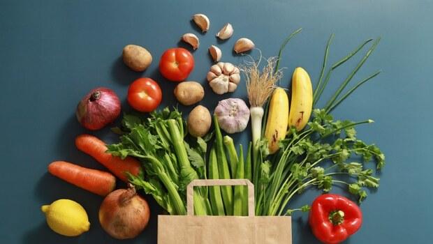天天五蔬果,竟是一堆病的元兇!青光眼、胃疾...原來是寒氣積體內,快靠中醫的「12字箴言」排出體內陳年寒氣