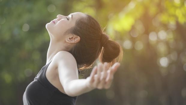 用「最強呼吸法」啟動身體免疫力!日醫學博士教你5分鐘「呼吸肌伸展操」,靠體內「天選肌肉」提升肺功能