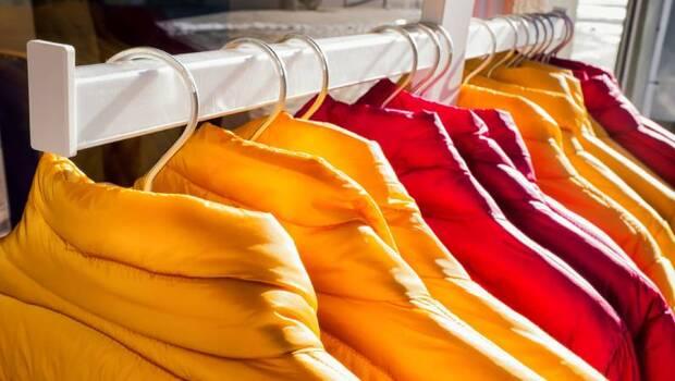 「羽絨衣」保養大全》水洗還是乾洗?多久洗一次?用洗衣機會洗壞嗎?羽絨衣物清洗、收納8大技巧一次看