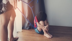 台灣越來越多人離婚...精神科醫師慚愧地說:原來「童年負面經驗」才可能是造成你憂鬱症的主因