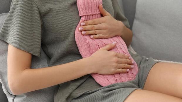 月經不順、白帶異常...中醫師教妳「婦科救星4穴位」!看電視時,就可緩解子宮問題