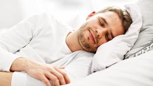 舌頭動一動,睡覺從此不打呼!耳鼻喉科醫師教你:「睡前10分鐘」4步驟止鼾