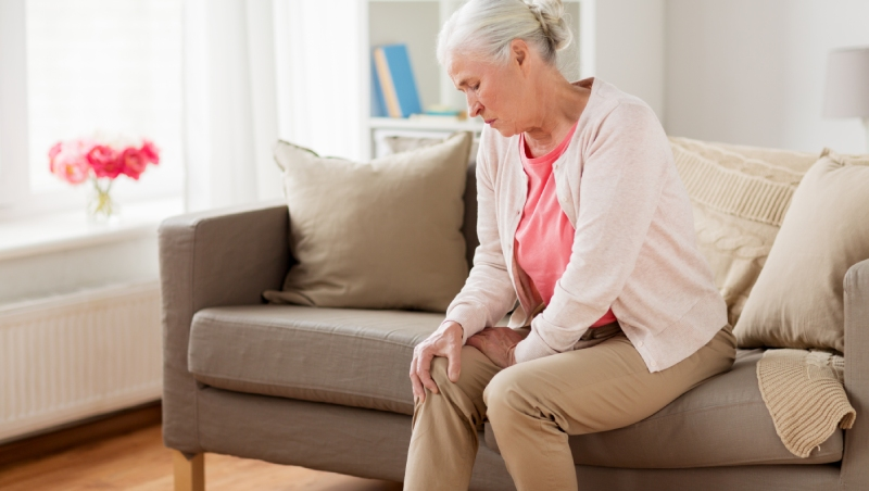 台灣女性骨頭如「海砂屋」一震就碎,骨折死亡率世界第一!醫師教你「3大關鍵」自我檢測骨密度