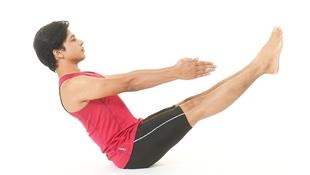 抬抬腳,就可燃燒卡路里!印度瑜珈冠軍示範「船式瑜珈」:一天3分鐘剷掉你的腹部脂肪