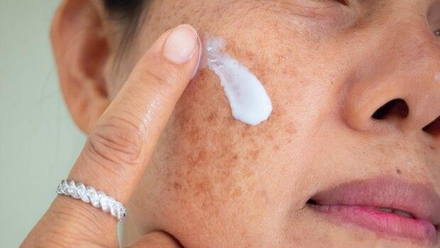 防曬、隔離霜差在哪?9成人都搞錯!皮膚科醫師告訴你4大「使用禁忌」,用錯了恐臉上皺紋、粉刺激增