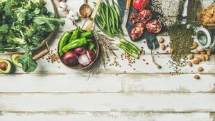 名中醫的「四季養生法」:秋天白、冬天黑、春天綠、夏天紅...跟著醫師這樣吃,提高免疫力、不生病