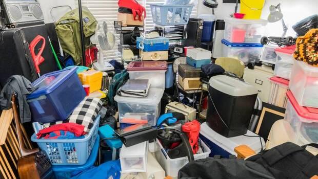 中年的你,家裡是否充滿了「昂貴的垃圾」?家屋,自我的一面鏡子!心靈輔導師:家裡囤積最多的物品,就是你的不滿足