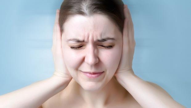 耳邊老是嗡嗡叫?內科醫生:每天來2顆這個,提升血液循環、緩解耳鳴