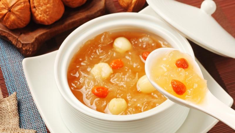 秋天常喝白木耳蓮子粥,能潤肺健脾!中醫師推薦3個最適合秋季的「排濕」食譜