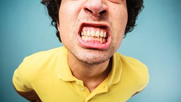 「牙齒咬太大力」可能造成頭痛、腰痛!1天20秒「開口」運動,緩解身體歪斜