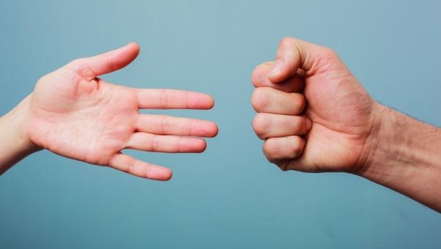 你可以握拳嗎?握力太差較易罹患心血管疾病!一天2分鐘「猜拳體操」讓血管回春