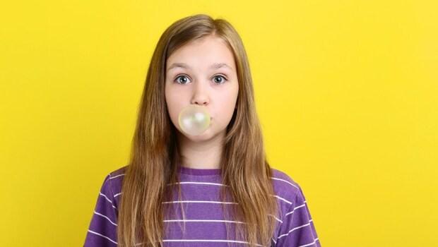 眼睛也要健身?嚼嚼口香糖,促進眼周血液循環,改善老花!