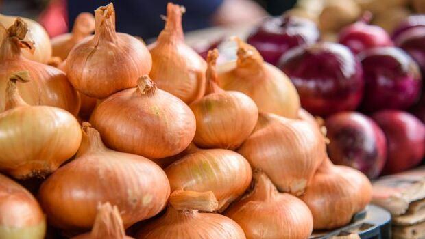 日曬洋蔥,抗氧化成分增加3.5倍!煮湯喝比炒菜吃更營養,還預防動脈硬化