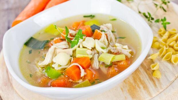 身體的病9成是因腸胃差!腸漏、發炎...營養醫學醫生:喝「雞骨湯」為你排毒