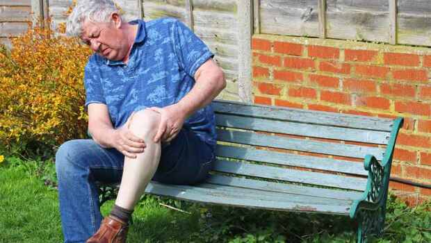 膝蓋腫痛,不一定是類風濕關節炎、痛風!骨科醫生:這5種疾病要小心