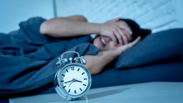 晚上「洗腦」不徹底,大腦容易不健康!專家:這3類人,得失智症風險更高