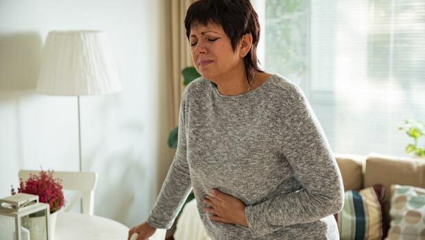 你有下腹痛、分泌物變多嗎...可能是「骨盆腔發炎」!中醫:這種中藥材熱敷,就可改善