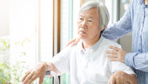 「母親上大號拉在我手背上,我再也受不了了...」照顧者,小心不要讓自己成為下一個病人