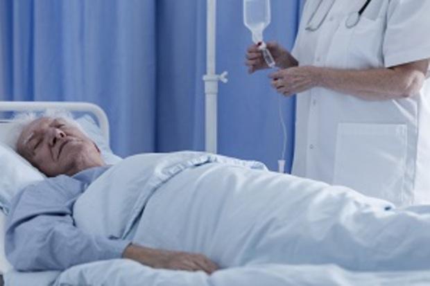 「跟臨終病人別只是說愛、加油...」精神科醫師面對癌父的領悟:這3句話是為生命做的最後一件事