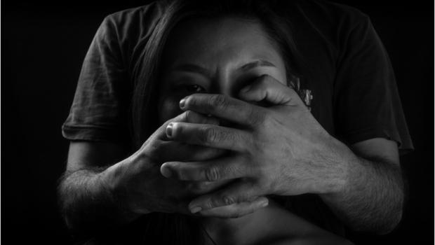 N號房事件》型男立委、美女醫師,這些稱呼背後的黑暗面...《情緒勒索》作者周慕姿:我們都需要面對的「隱性問題」