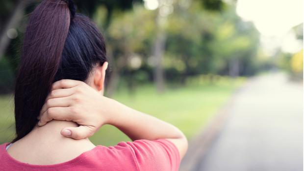 摸摸你的脖子,你也有「富貴包」嗎?小心胸悶、心悸、自律神經失調....美國脊醫博士:改善靠這三招