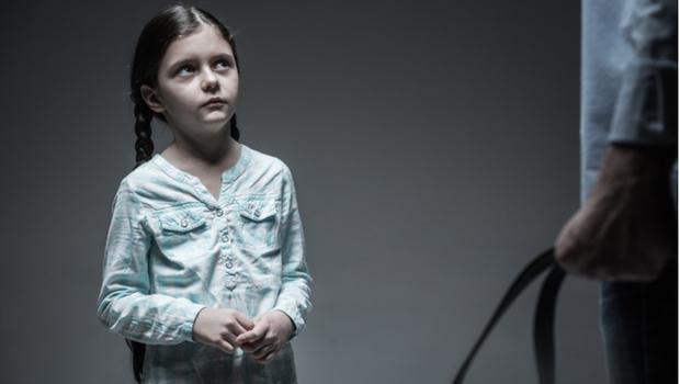 「你信不信我揍你?」死於家庭暴力的孩子,比恐怖攻擊還多!心理師:3迷思檢視自己是不是恐怖父母