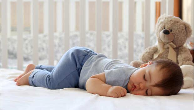 趴睡一下就再也醒不來了....醫師po文働怒:提倡趴睡就是在害人!防嬰兒猝死,父母該注意的事