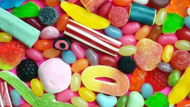 爸媽一定要看》愛吃糖的小孩靜不下來!「人工色素」真的會讓小孩過動嗎?專家解析給你聽