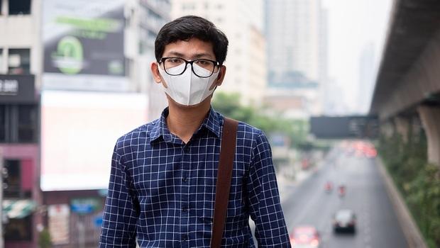 武漢肺炎》搭大眾運輸未戴口罩開罰!小黃公車飛機全在內