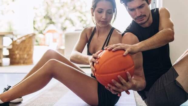 有圖解》防疫在家快悶壞!不需器材也能練的雙人運動,美國專家傳授:3招雙人肌力訓練運動