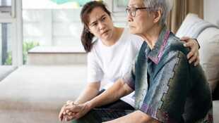 「為什麼不管怎麼做,我媽都不滿意?」與父母相處的5個難題,醫師蔡佳芬:那些「找碴」的背後,可能都只是為了討愛....