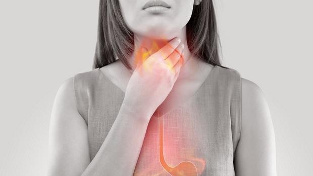吃飯時愛喝湯,恐讓「火燒心」更嚴重!營養師教你:「吃對順序」改善胃食道逆流