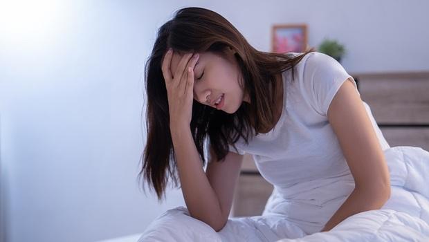 戒掉「雞排攤」這種食物,竟能改善頭痛!疼痛醫學專家:不想頭痛,別再做這5件事