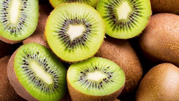 「奇異果」消炎、抗氧化又治失眠!綠色奇異果vs.黃色奇異果,哪個營養價值高?