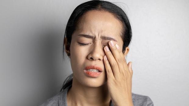 「眼睛乾澀」恐不只眼睛出問題!自律神經失調、腦部病變...中醫師告訴你潛藏的8個疾病