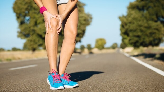 有影片》運動完彎不下腰、下背痛,可能是後大腿太僵硬...健身教練教你從肩膀到小腿,「5部位」這樣舒緩