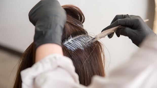 染髮前到底該不該洗頭髮?避免染出致癌毒,醫師點名:必知「4大染髮SOP」