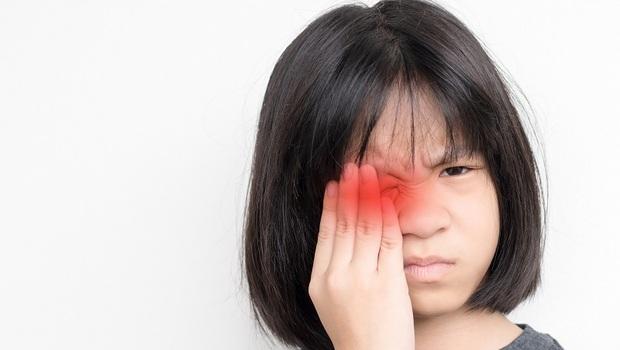 父母必看》7歲以前沒治療,恐一輩子看不清楚!眼科醫師點名:小心「這6種疾病」警訊