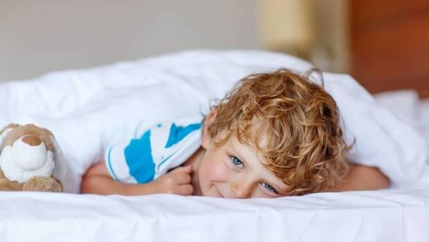 有圖解》小孩不願意睡覺怎麼辦?專家教你:靠6招讓家裡小孩好好睡,還能穩定情緒、增強記憶力