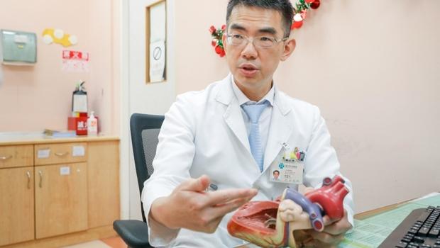 「為何要救活孩子!」拼全力救早產兒卻變腦麻,被家長痛罵...醫師林明志在病房裡,面臨「救與不救」的人性抉擇