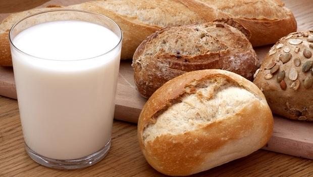 夏天早餐麵包配牛奶,吃出讓你昏沉、起濕疹的「濕氣」!中醫師點名:這時別多吃的「6類食物」