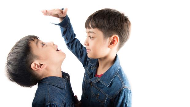 發育遲緩、神經病變...孩子長不高恐是「內分泌疾病」警訊!兒科權威教你:用「這公式」判別