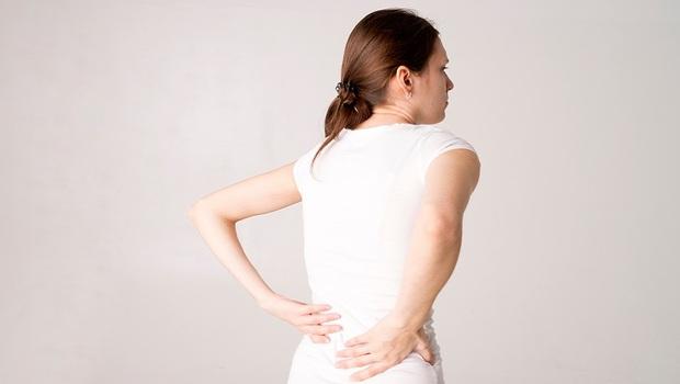 「老了變矮」不是正常現象!女性停經後最要注意,醫師揭露:超過●公分,恐是「骨折」前兆